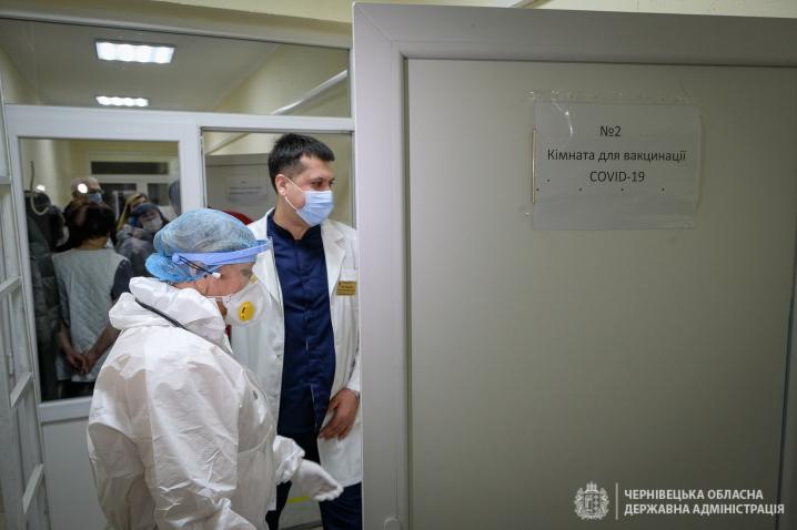 Вакцинація від коронавірусу стартувала на Буковині: щеплення зробили вже 40 медикам(ФОТО)