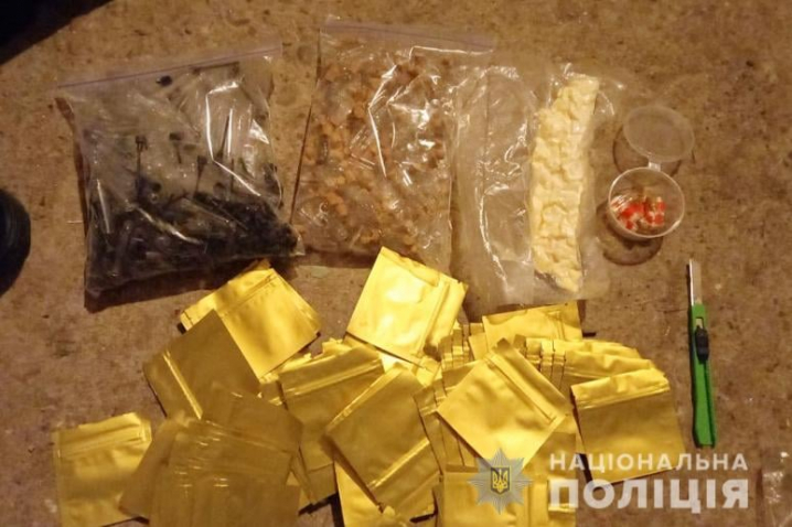 На Буковині ліквідували групу наркоторговців: серед збувачів – неповнолітні