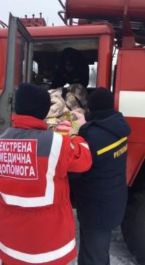 На виклик до хворого на Вижниччині замість карети швидкої допомоги прибули рятувальники на пожежній машині