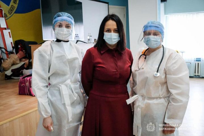 Заступниця голови Чернівецької ОДА Наталія Гусак вакцинувалась від коронавірусу