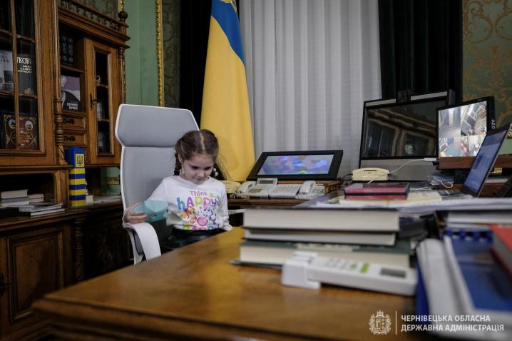 Дівчинку, яку вчора принизили в садочку, зі святом 8-го березня привітав Президент України (ФОТО)