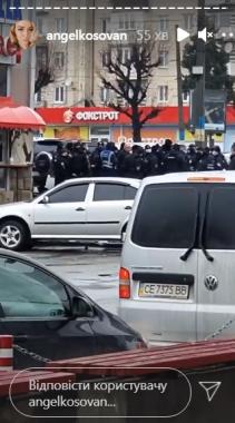 """У Чернівцях поліція заблокувала вхід до ТЦ """"Формаркет"""": ведуться перевірки"""