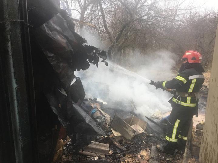 Через багаття залишене без нагляду,  у Чернівцях ледь не згорів будинок