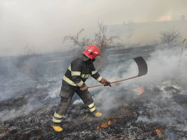 На Кіцманщині через перекал печі загорівся будинок