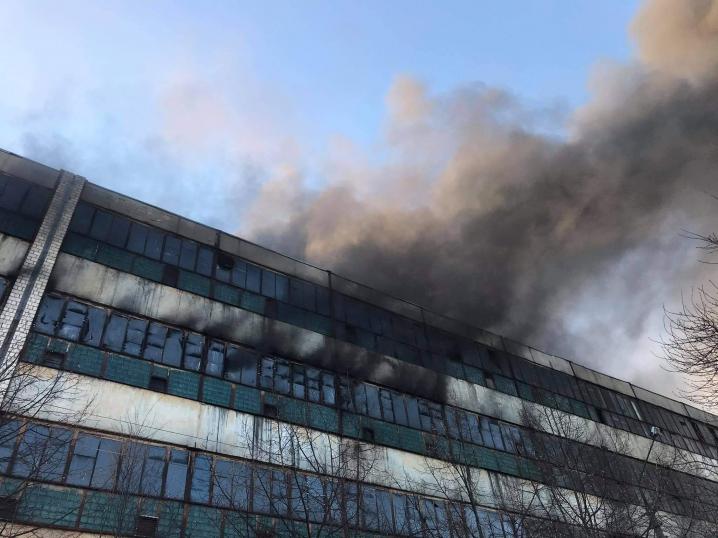 У Чернівцях горить приміщення «Розми» (ФОТО, ВІДЕО)