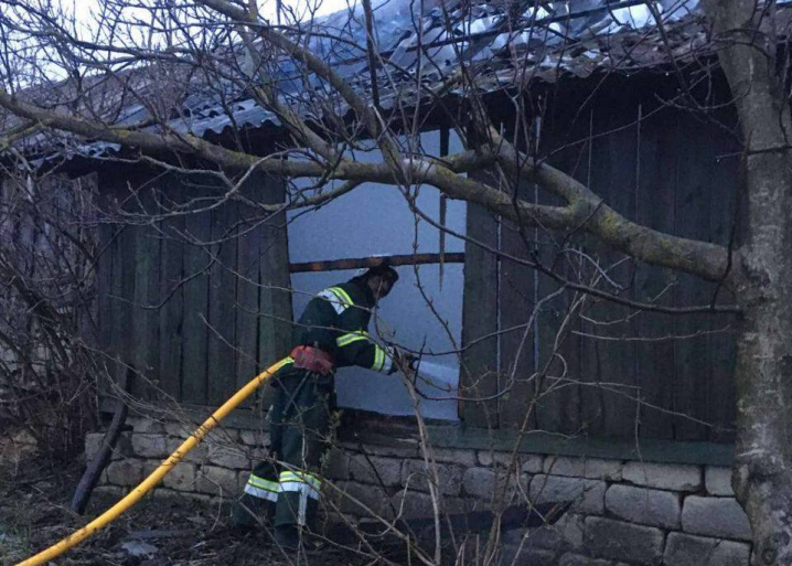 На Буковині через велику кількість ввімкнених приборів загорілась господарська будівля