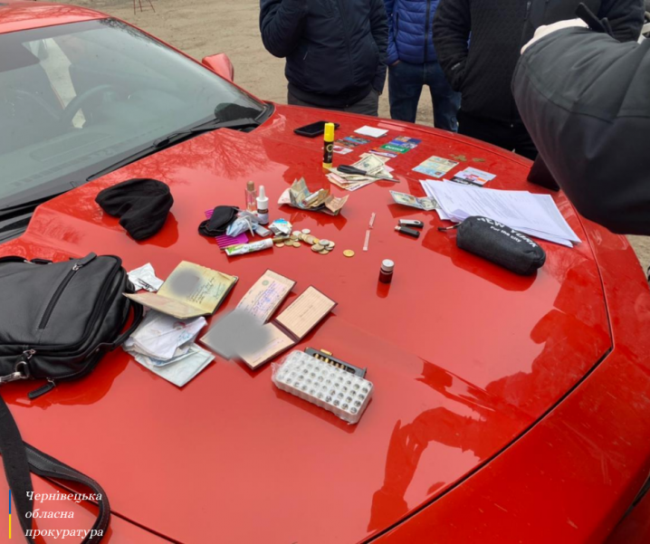 6000 тисяч доларів хабара: на Буковині затримали адвоката