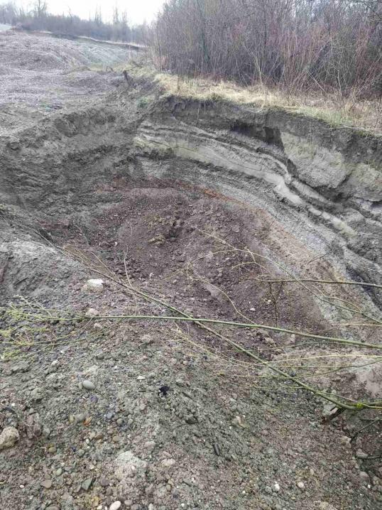 На Буковині невідомі вивезли піску та гравію на 3 мільйони гривень