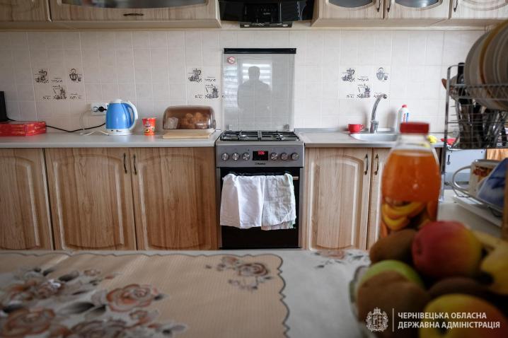 Великдень у своєму домі: 18-річний буковинець отримав гроші на придбання оселі  від держави