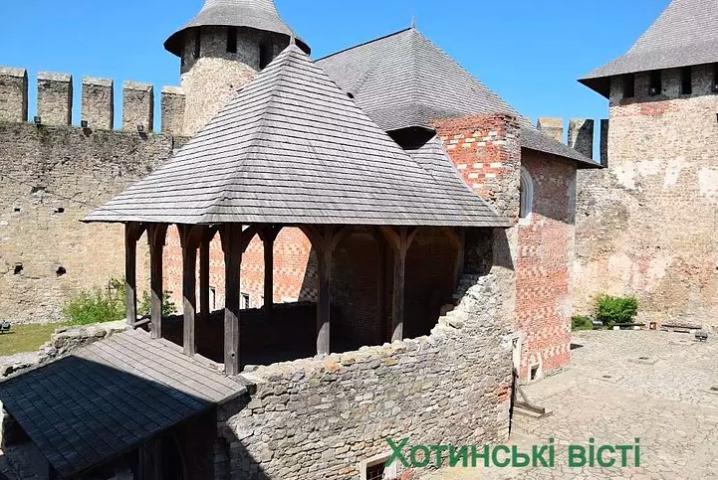 У Хотинській фортеці оновили виставку знарядь тортур (фото)