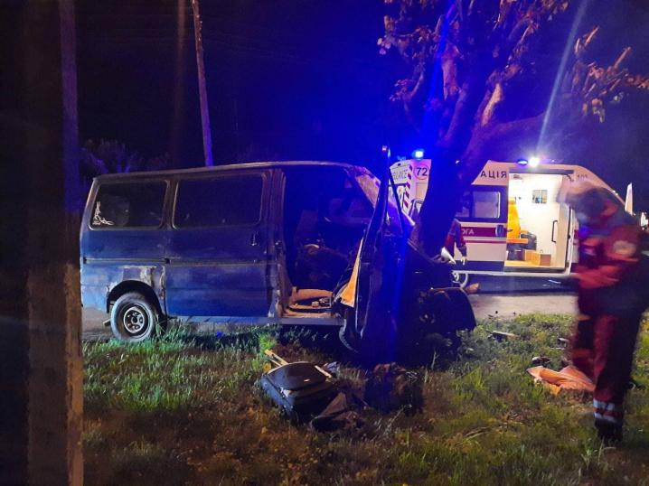 ДТП у Чернівцях: п'яний водій врізався у дерево