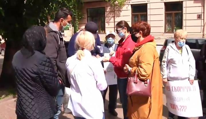 У Чернівцях проходить пікет проти закриття відділень псхіатричної лікарні (відео)