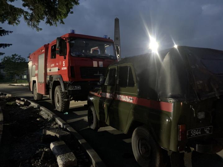 Рятувальники відкачували воду у селах Буковини, які постраждали від сильних злив