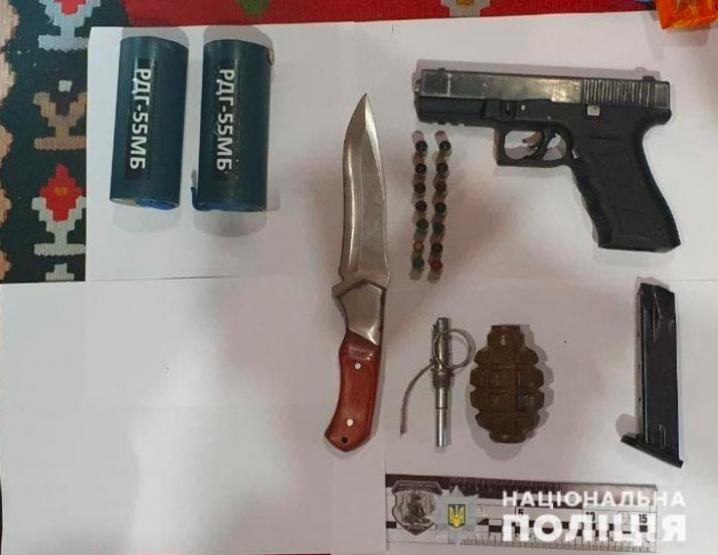 На Буковині за збут наркотиків затримали групу осіб, серед них - колишній міліціонер