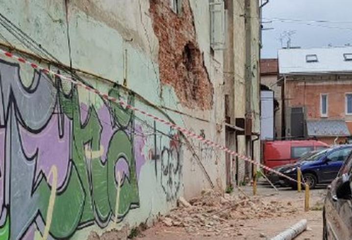 У Чернівцях обвалилася частина стіни житлового будинку