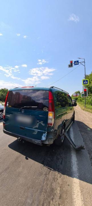 У Чернівцях на вулиці Галицький Шлях зіткнулися одразу чотири автівки