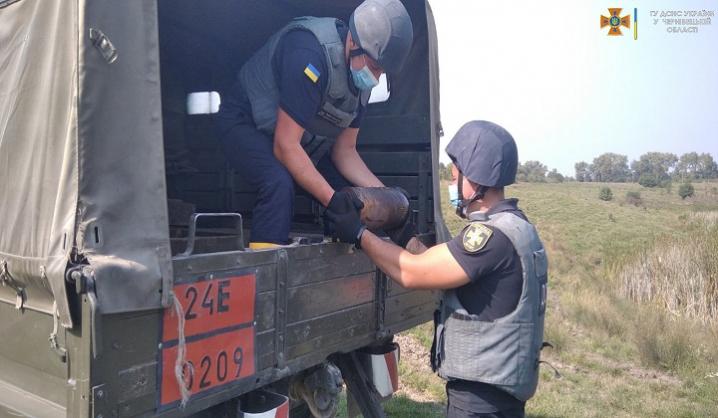 На Буковині піротехніки ліквідували застарілий боєприпас часів Другої світової війни