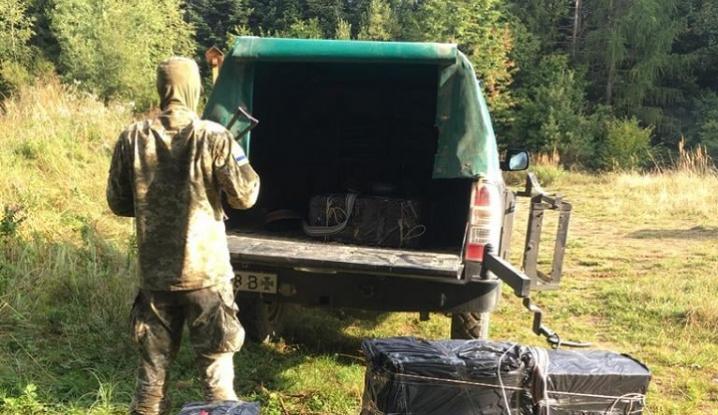 На Буковині через гори та річку контрабандисти хотіли переправити цигарки