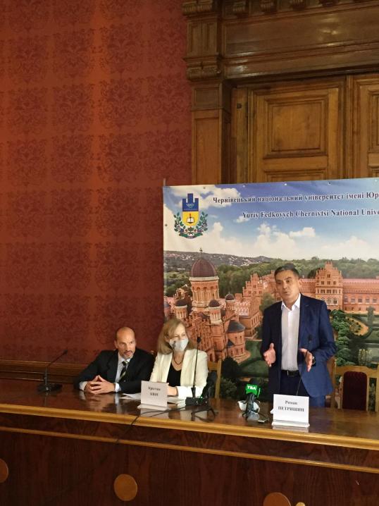 ЧНУ отримав 400 тисяч доларів США на реставрацію Мармурової зали