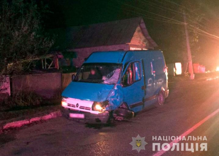 Мотоцикл зіткнувся з мікроавтобусом: у ДТП на Буковині загинули двоє молодих хлопців