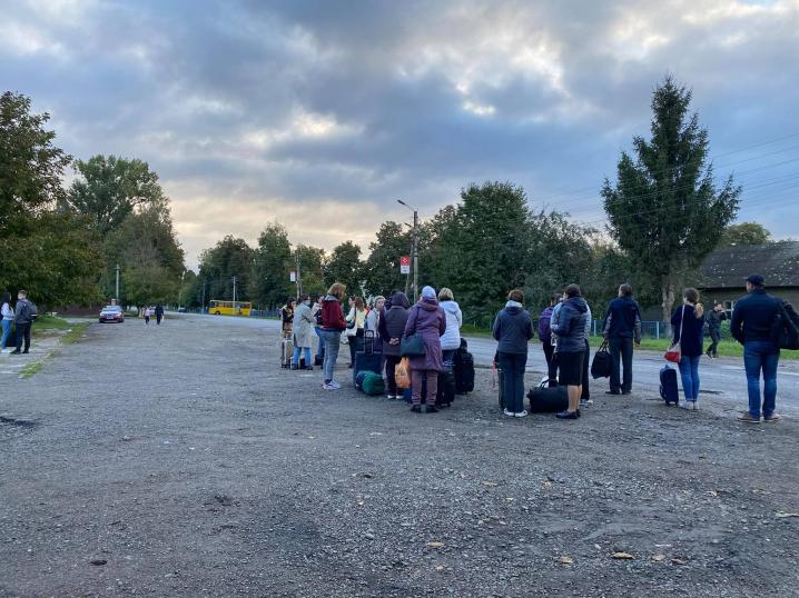 Пасажирів київського потяга доправлять з Мамалиги до Чернівців автобусами