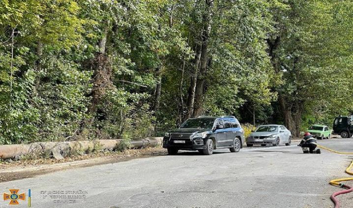 У Чернівцях зіштовхнулись дві автівки, одна з яких ледь не вибухнула