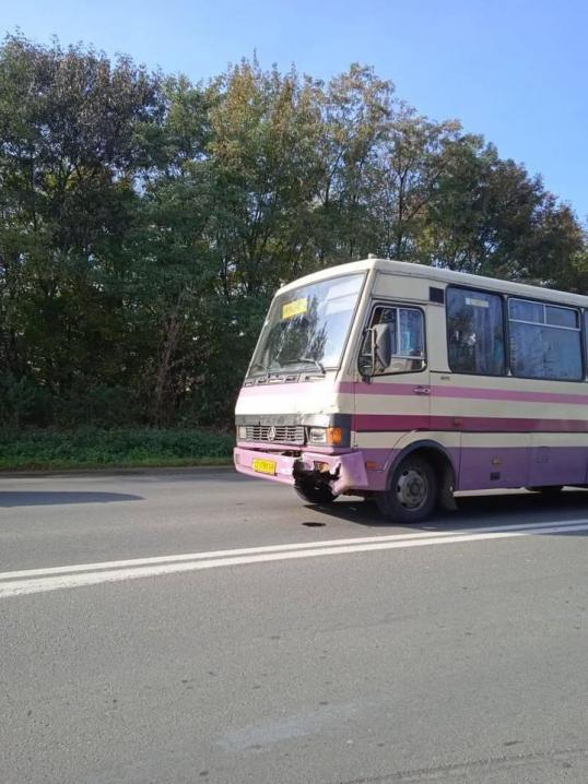 На вулиці Галицький шлях зіткнулись маршрутка та легковик